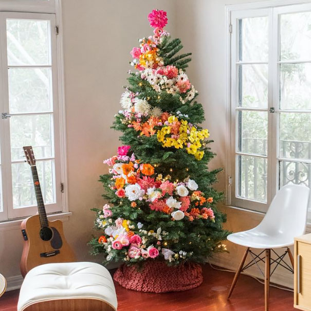 AD-Floral-Christmas-Tree-Decorating-Ideas-02