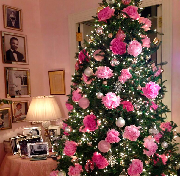 AD-Floral-Christmas-Tree-Decorating-Ideas-10