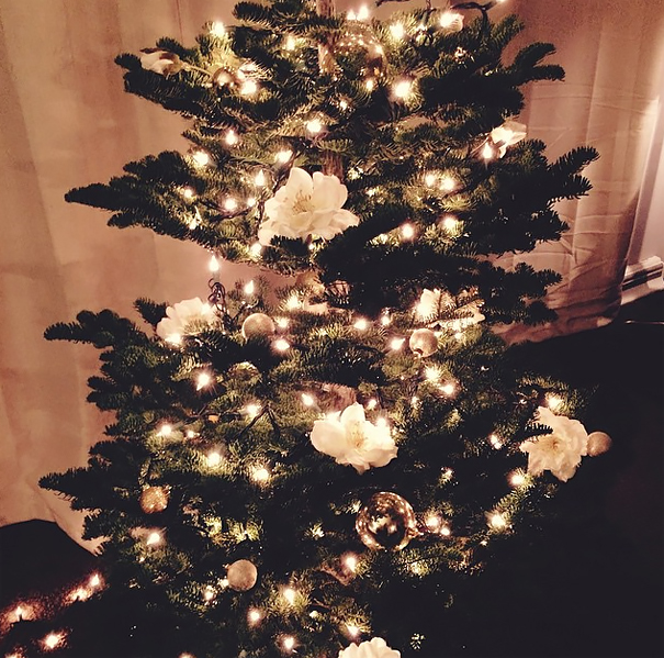 AD-Floral-Christmas-Tree-Decorating-Ideas-13