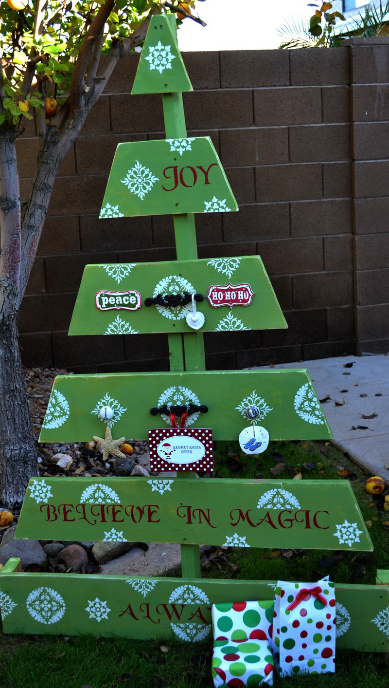 AD-Ideas-Of-How-To-Make-A-Wood-Pallet-Christmas-Tree-12