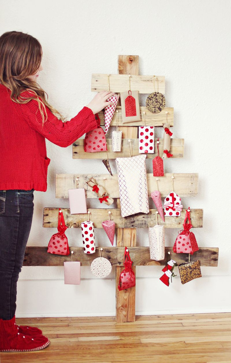 AD-Ideas-Of-How-To-Make-A-Wood-Pallet-Christmas-Tree-13