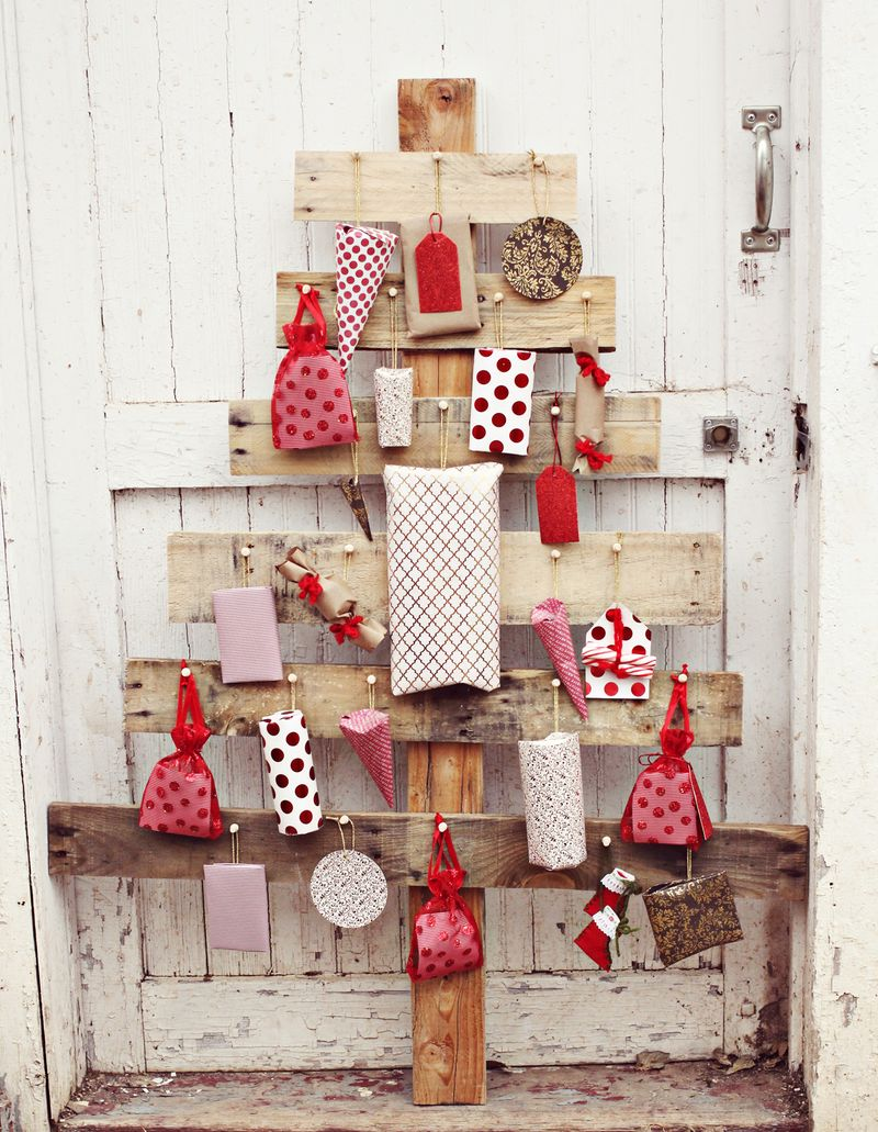 AD-Ideas-Of-How-To-Make-A-Wood-Pallet-Christmas-Tree-14