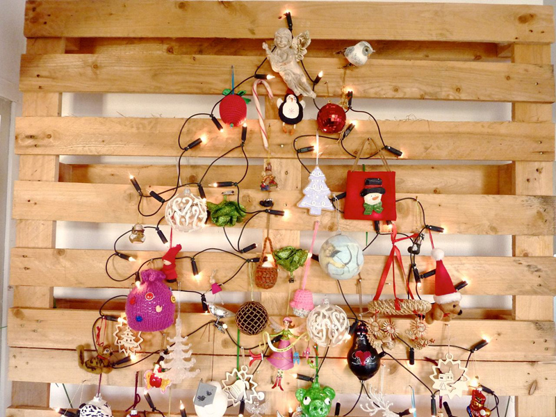 AD-Ideas-Of-How-To-Make-A-Wood-Pallet-Christmas-Tree-20