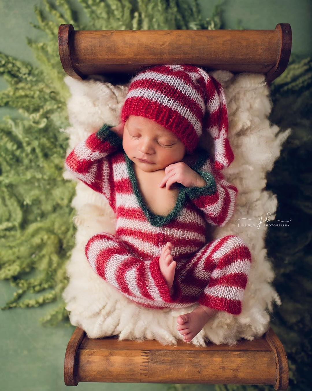 These 17 Newborns Wearing Knitted Christmas Outfits Will Fill Your ...