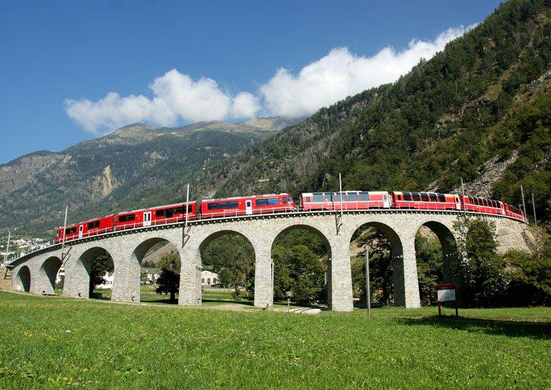 AD-Rhaetian-Railway-Albula-Bernina-Glacier-Express-Bernina-Express-UNESCO-07