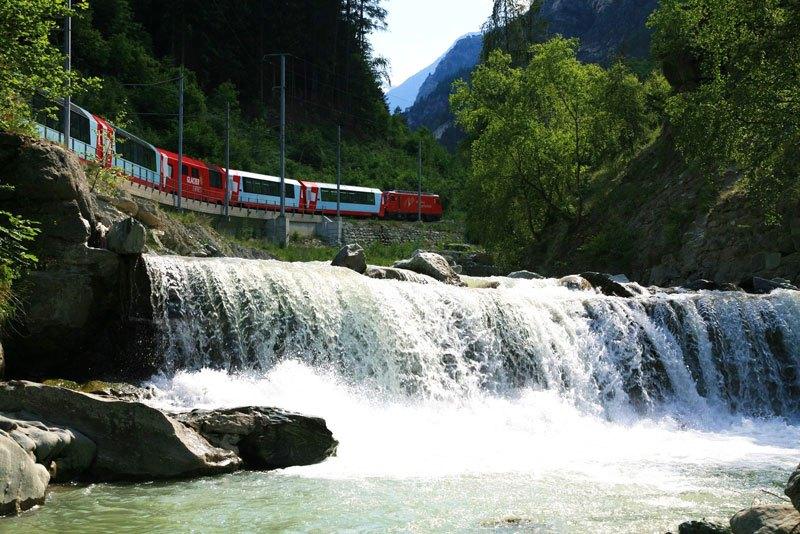 AD-Rhaetian-Railway-Albula-Bernina-Glacier-Express-Bernina-Express-UNESCO-08