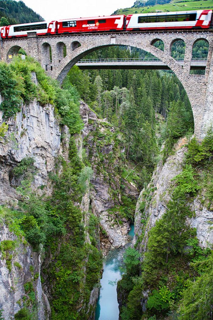 AD-Rhaetian-Railway-Albula-Bernina-Glacier-Express-Bernina-Express-UNESCO-18
