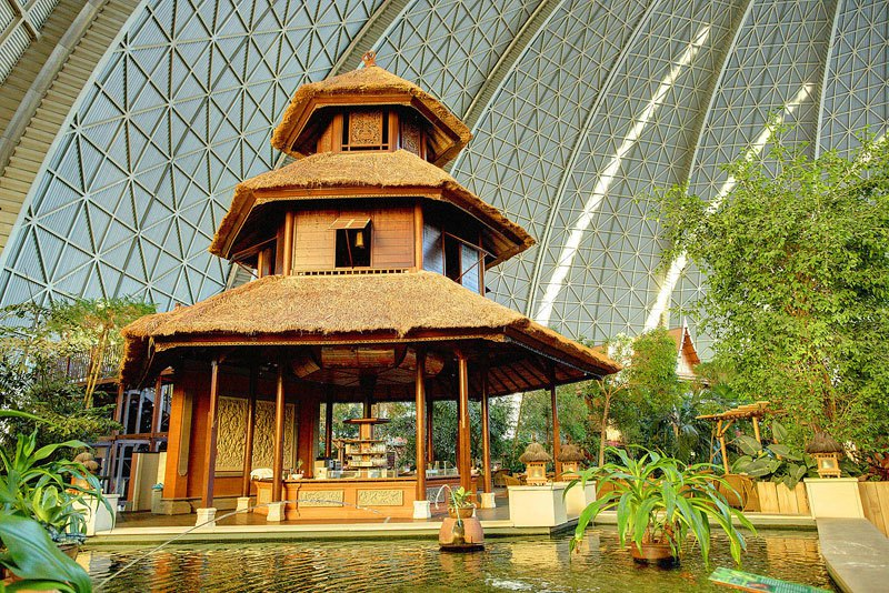 AD-Tropical-Islands-Resort-The-Giant-Waterpark-Inside-An-Old-German-Airship-Hangar-24