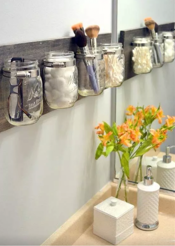 AD-Brilliant-DIY-Storage-And-Organization-Hacks-For-Small-Bathrooms-28