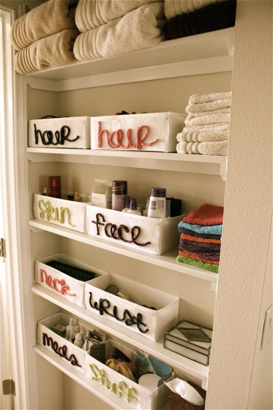 AD-Brilliant-DIY-Storage-And-Organization-Hacks-For-Small-Bathrooms-34