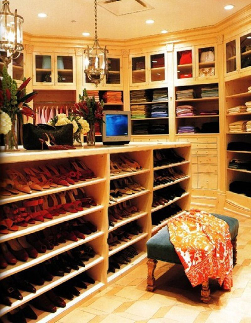 AD-Extravagant-Celebrity-Closets-23