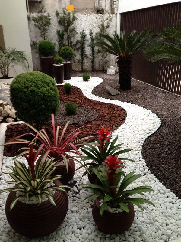 Awesome AD Garden Ideas With Pebbles 02