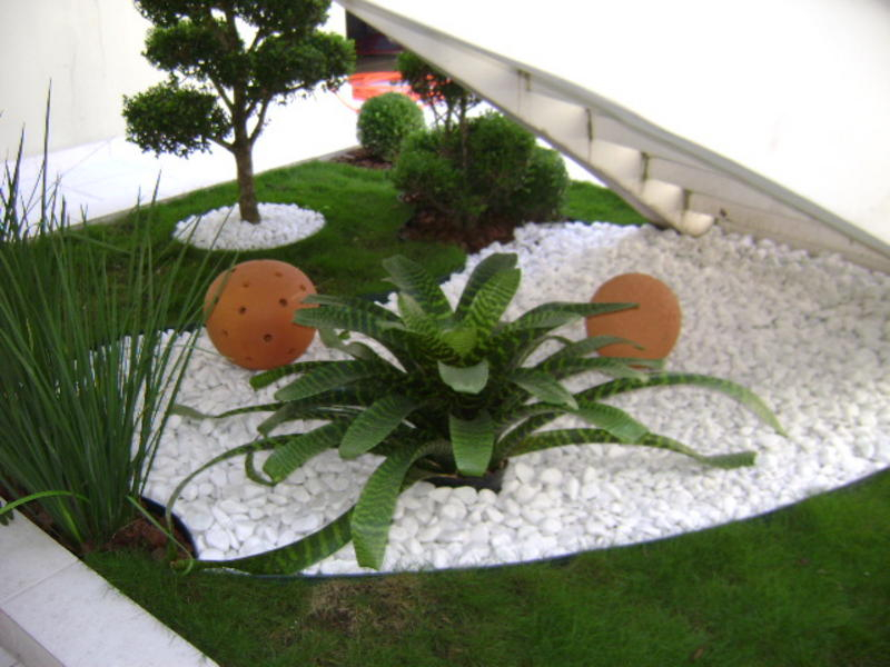 ad garden ideas with pebbles 09 - Indoor Garden Design Ideas