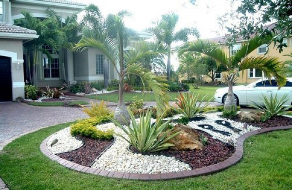 Garden design ideas with pebbles for Garden sectioning ideas