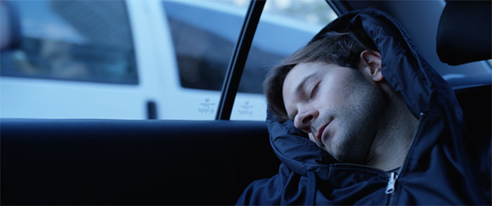 AD-Inflatable-Sleep-Hoodie-Lets-You-Nap-Anywhere-03