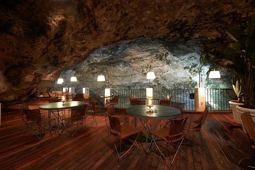 AD-Italian-Cave-Restaurant-Grotta-Palazzese-In-The-Town-Of-Polignano-Mare-04