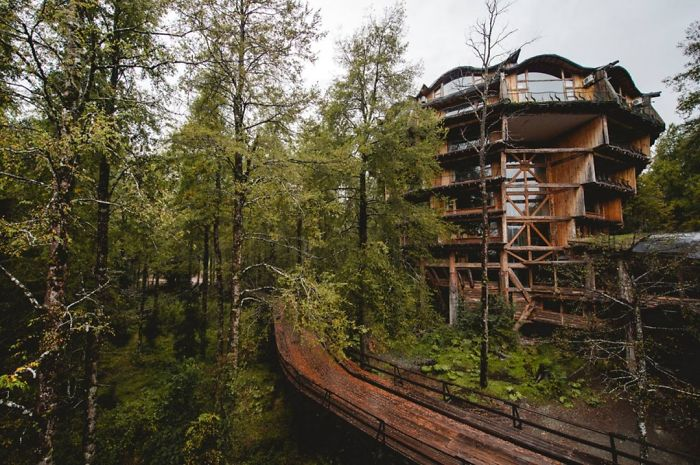 AD-The-Most-Beautiful-Treehouses-From-All-Over-The-World-60