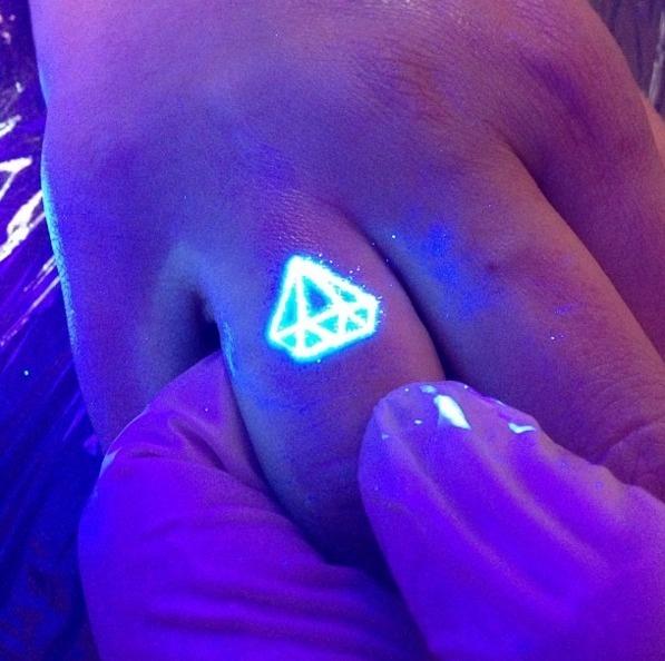 AD-Glow-In-The-Dark-Tattoos-04