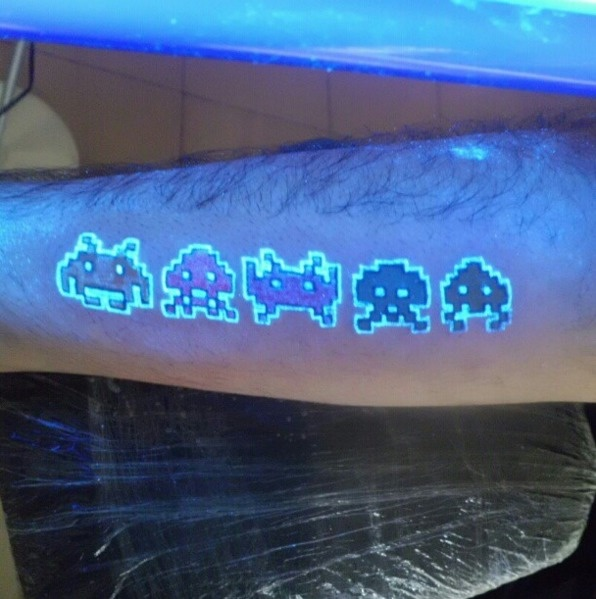 AD-Glow-In-The-Dark-Tattoos-29