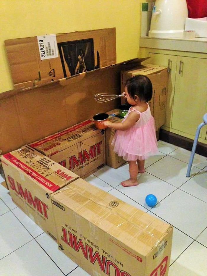 AD-DIY-Cardboard-Kitchen-Recycle-For-Your-Toddler-03