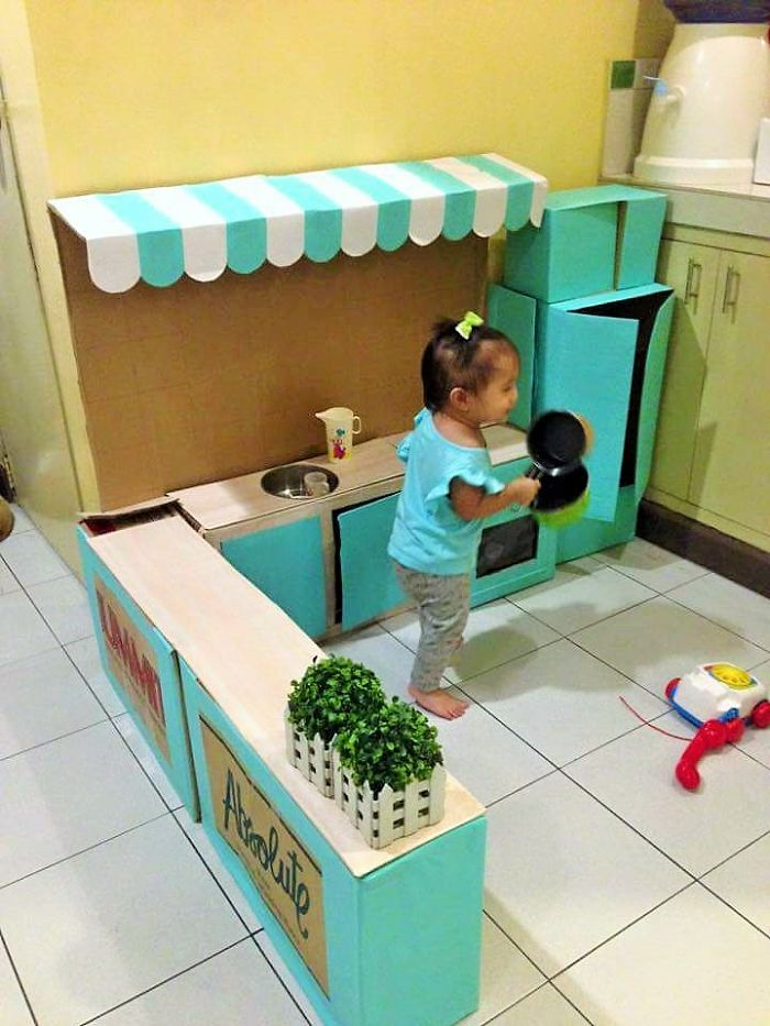 AD-DIY-Cardboard-Kitchen-Recycle-For-Your-Toddler-04
