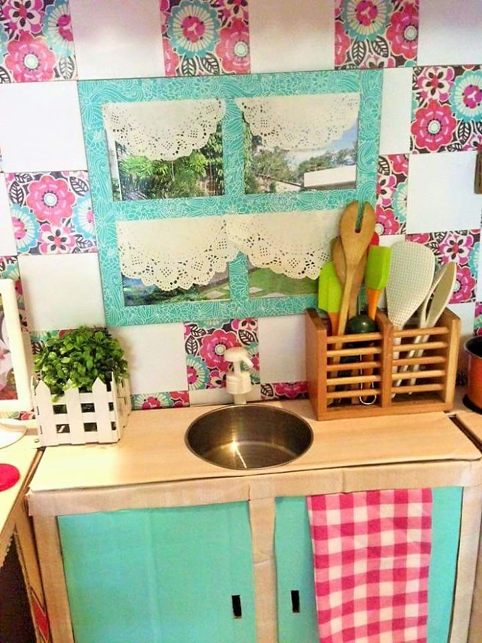 AD-DIY-Cardboard-Kitchen-Recycle-For-Your-Toddler-07