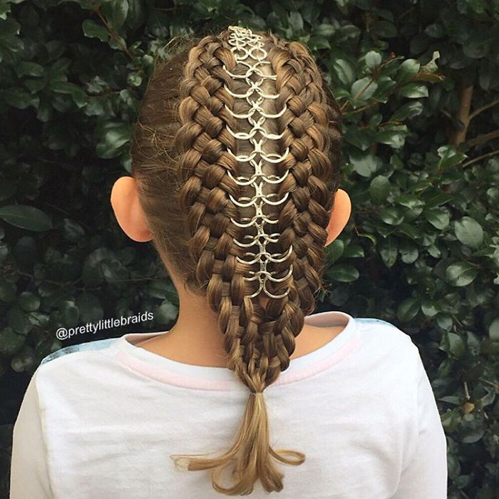 AD-Mom-Braids-Unbelievably-Intricate-Hairstyles-Every-Morning-Before-School-12