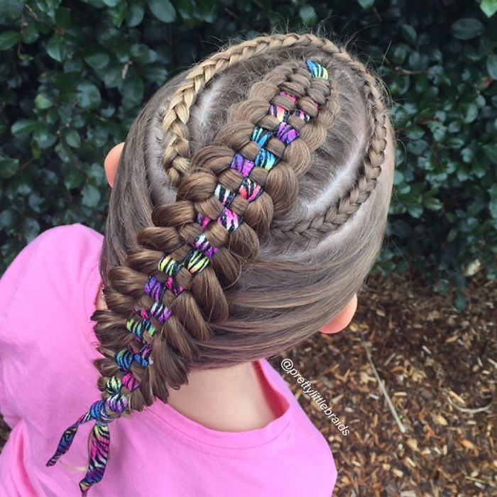 AD-Mom-Braids-Unbelievably-Intricate-Hairstyles-Every-Morning-Before-School-13