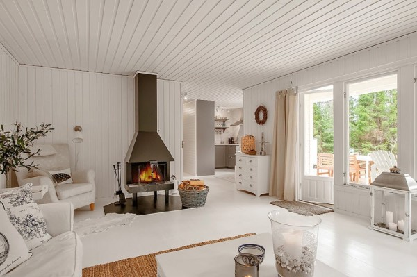 AD-A-Small-White-House-In-The-Woods-Of-Sweden-03