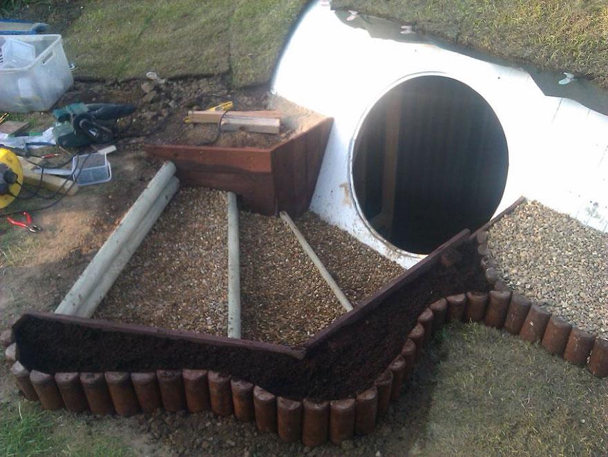 AD-DIY-Hobbit-House-Backyard-Ashley-Yeates-04