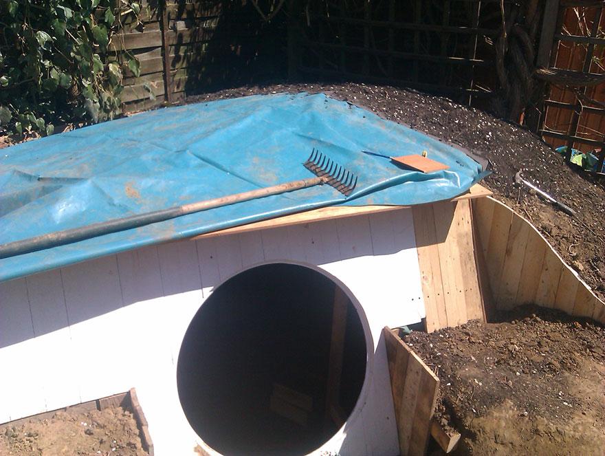 AD-DIY-Hobbit-House-Backyard-Ashley-Yeates-05