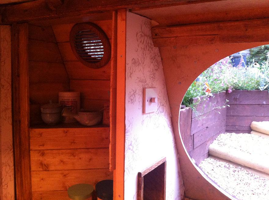 AD-DIY-Hobbit-House-Backyard-Ashley-Yeates-09