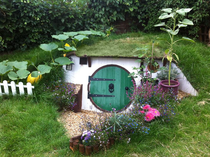 AD-DIY-Hobbit-House-Backyard-Ashley-Yeates-13