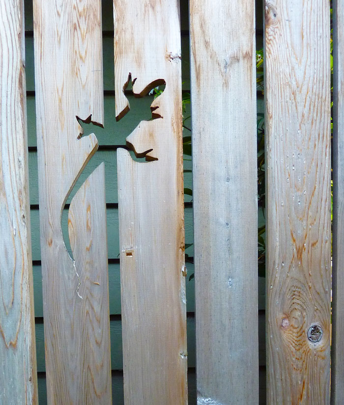 AD-Garden-Fence-Decor-Ideas-08