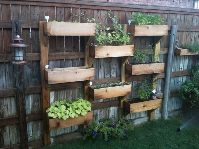 AD Garden Fence Decor Ideas 22