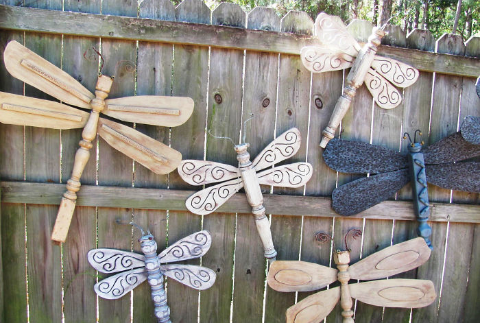 High Quality Wooden Dragonflies Fence Decor