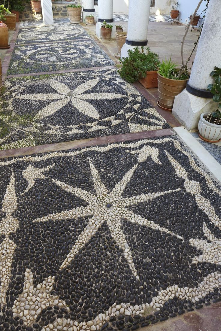 AD-Garden-Pathway-Pebble-Mosaic-Ideas-For-Your-Home-05