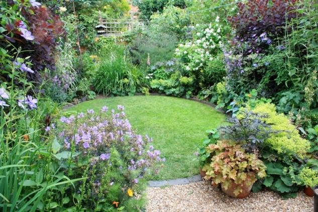 35 Wonderful Ideas How To Organize A Pretty Small Garden Space