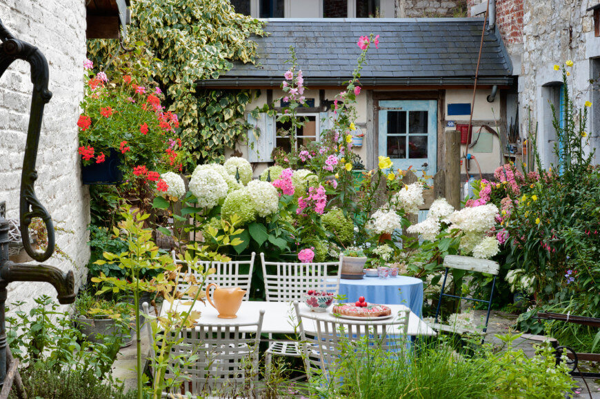 35 wonderful ideas how to organize a pretty small garden space for Compact garden ideas