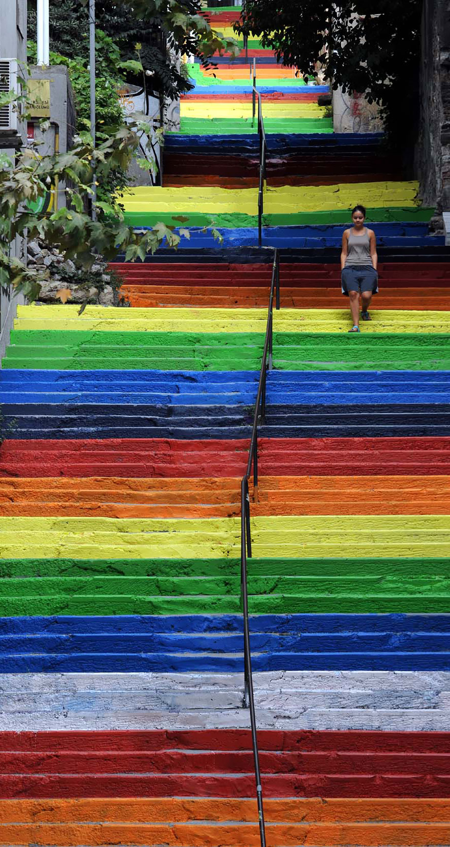 AD-The-World's-Most-Amazing-Staircases-25
