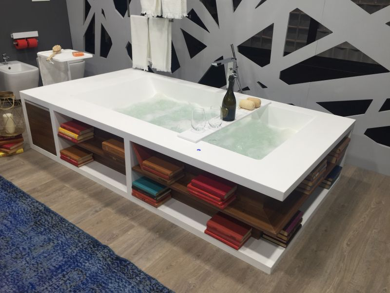 23-AD-Bathtub-with-storage-for-towels-and-accessories