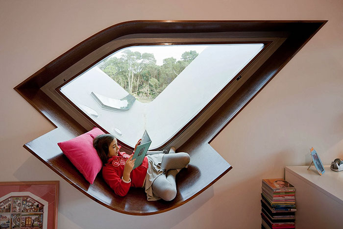 AD-Cozy-Reading-Nooks-Book-Corner-12