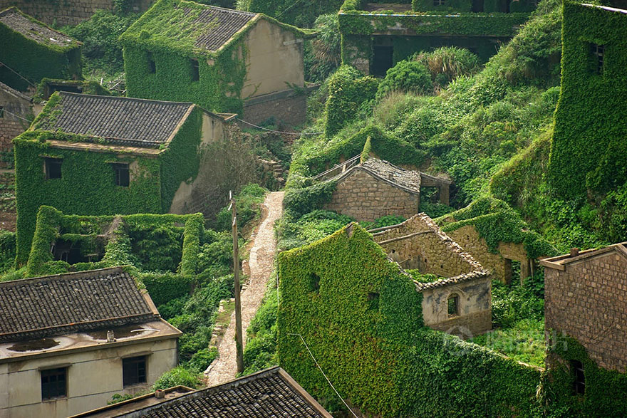 AD-Fairy-Tale-Villages-10-1