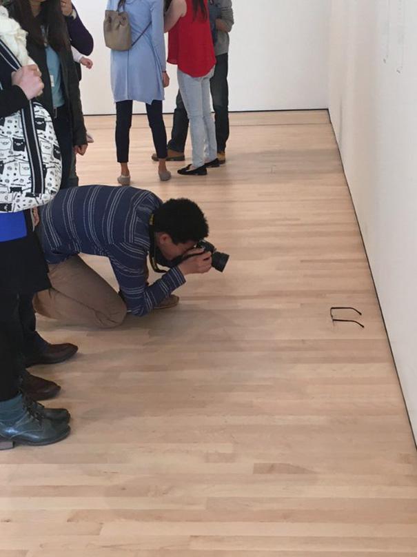 Art-Gallery-Glasses-Prank-Tj-Khayatan-03
