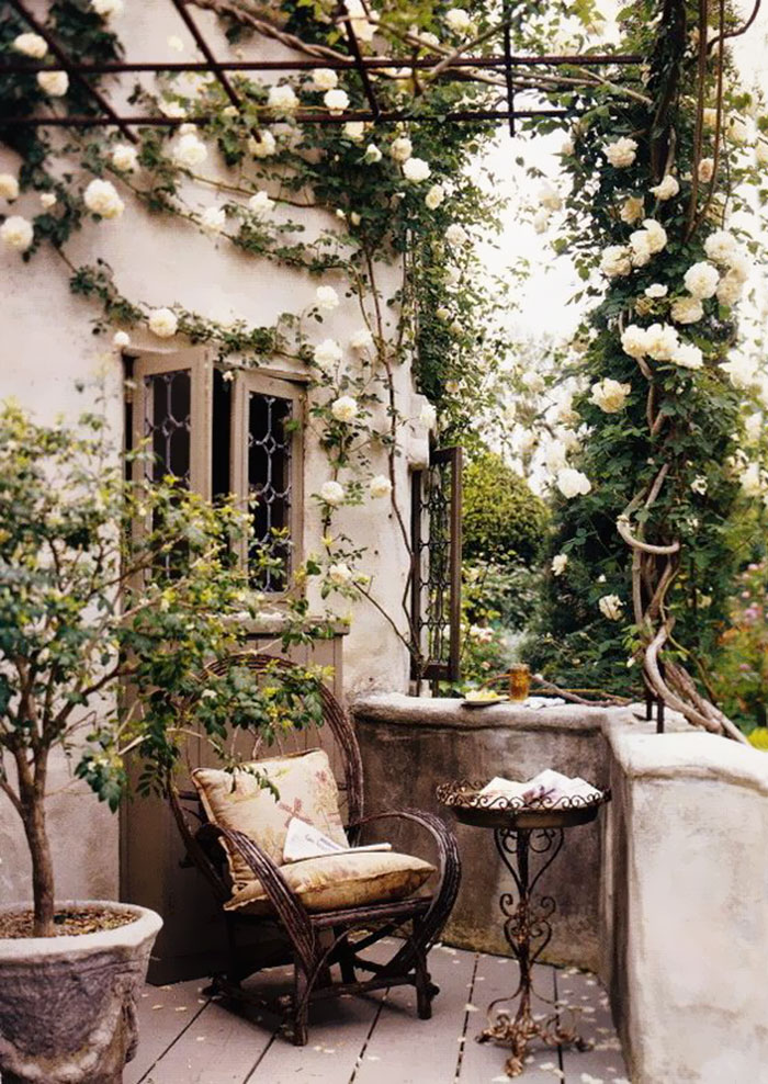 AD-Cozy-Balcony-Decorating-Ideas-06