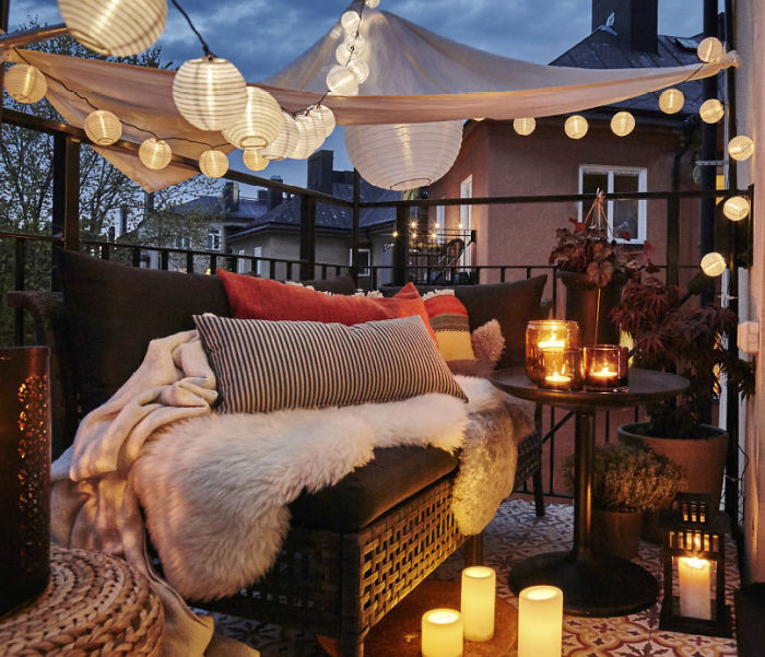 AD-Cozy-Balcony-Decorating-Ideas-09