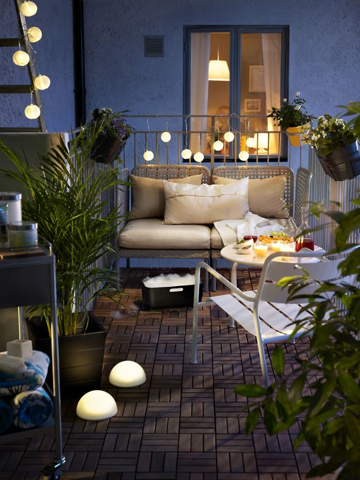 AD-Cozy-Balcony-Decorating-Ideas-15