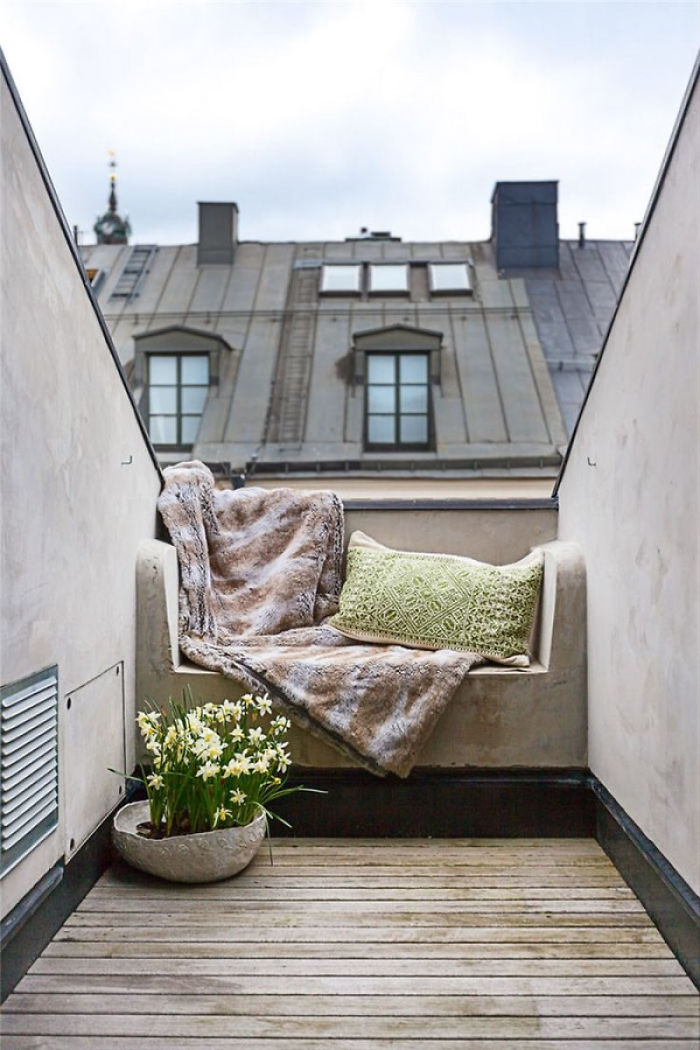 AD-Cozy-Balcony-Decorating-Ideas-16