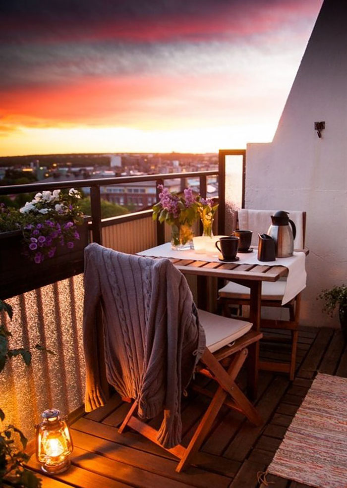 AD-Cozy-Balcony-Decorating-Ideas-17