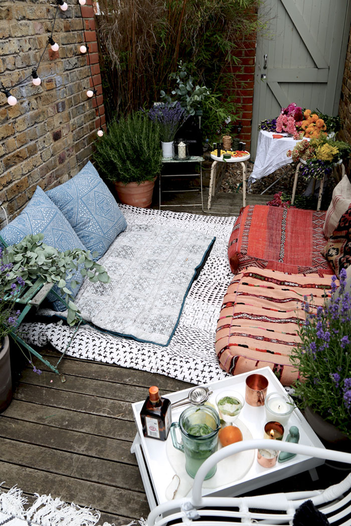 AD-Cozy-Balcony-Decorating-Ideas-22
